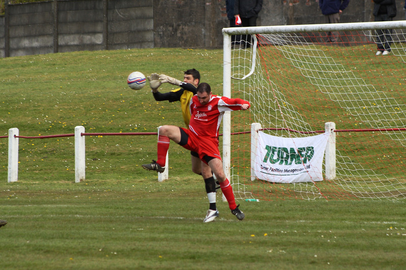 Colin Smith tussling with the Forth goalkeeper