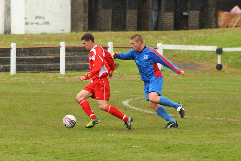 Grant Kelly shielding the ball