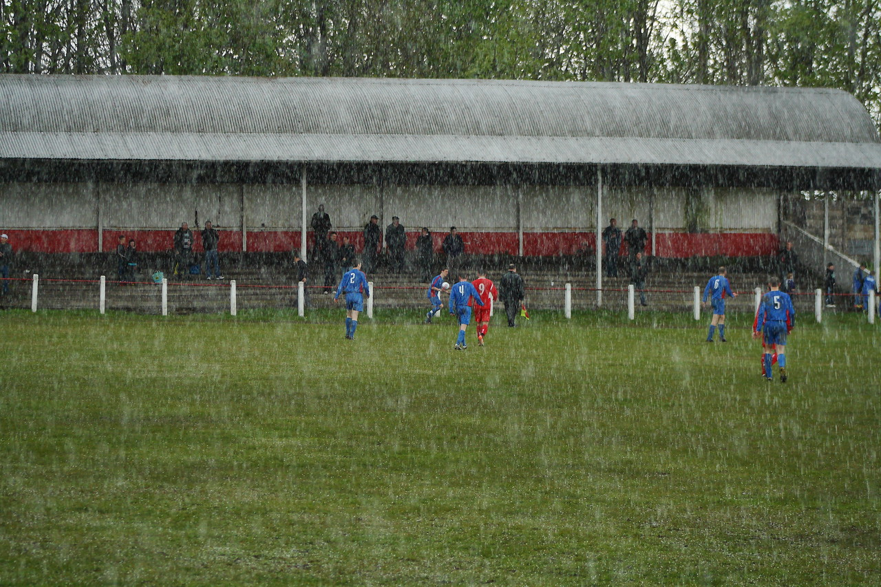 Not snow, but in actual fact it is the heavy hail shower that contributed to the game being abandoned