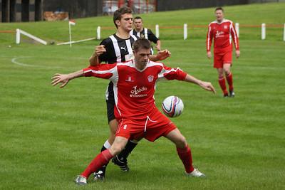 Gordon Chalmers shielding the ball