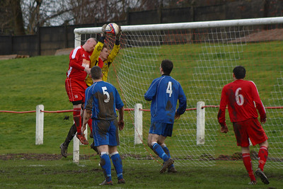 John Yule up for the header  Johnstone Burgh 1 Carluke Rovers 2 Stagecoach West of Scotland League Central District  First Division Keanie Park 22/03/2014