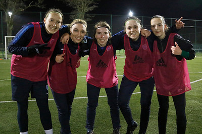 2017-03-03 - GENK - KRC Genk Ladies Traning - Annelies Menten - Jessica Pironet - Kimberly Verbist - Riete Loos