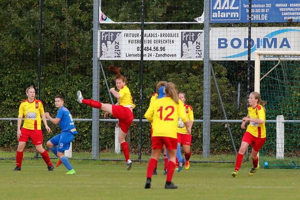 27-10-2018 - Massenhoven - SK Massenhoven - KRC Genk Ladies ll - Lisa Verhoeven of KRC Genk Ladies
