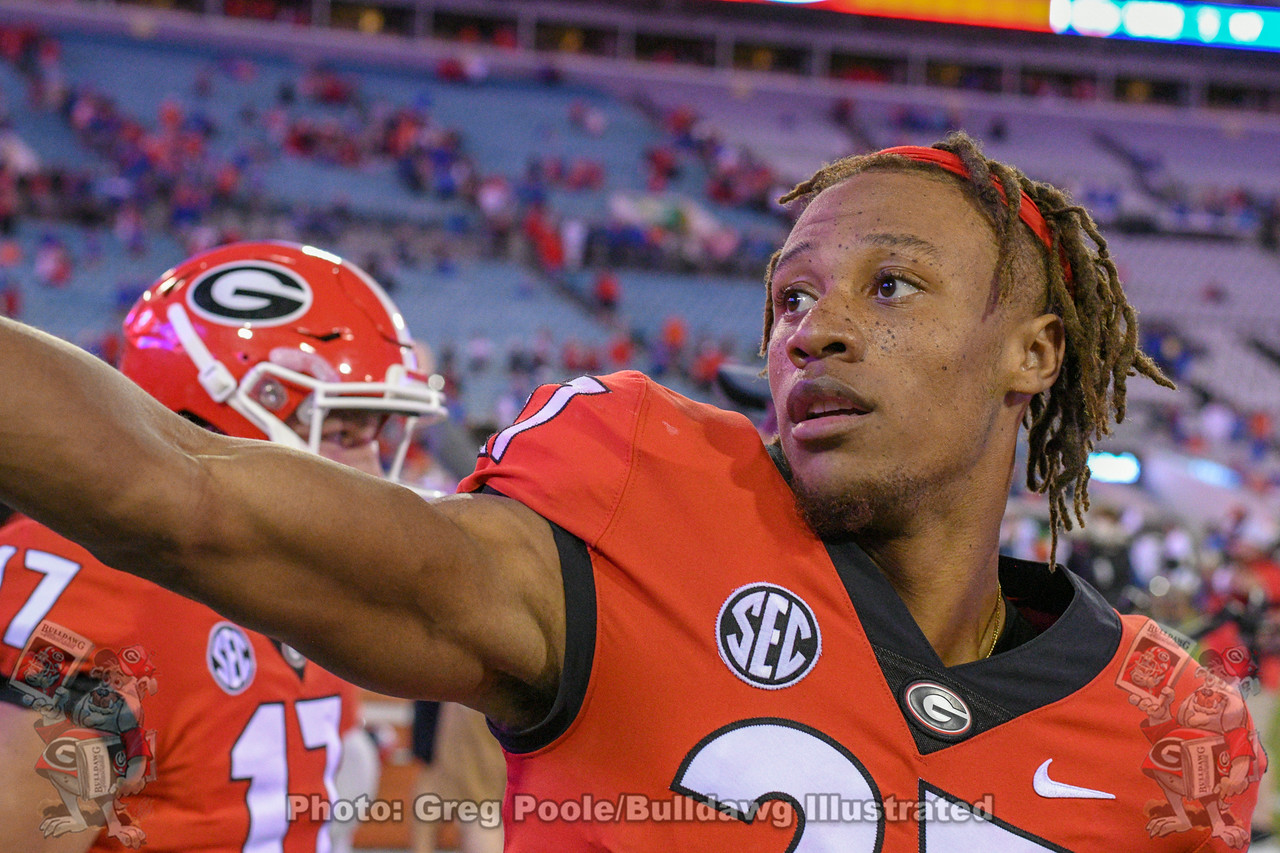 UGA cornerback Eric Stokes (27) celebrates with the team after the Bulldogs defeat the Gators 36-17 in the 2018 Georgia-Florida game