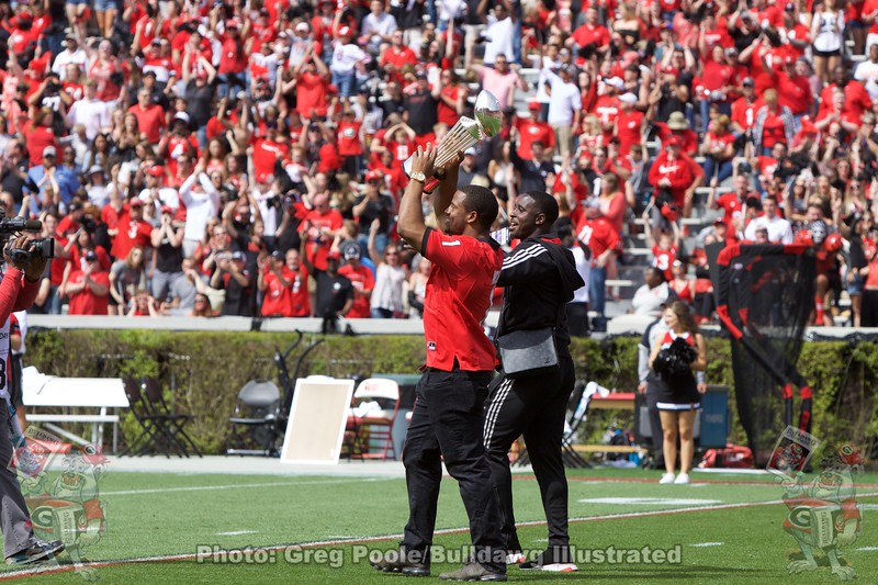Sony Michel & Nick Chubb bring out the Rose Bowl Trophy