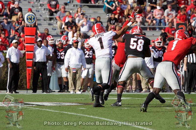 Justin Fields Makes the throw during the G-Day Game.