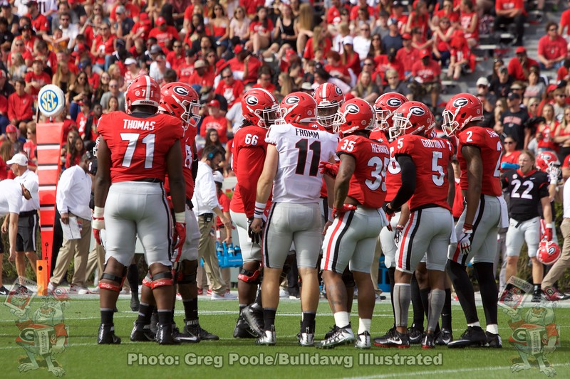 Jake Fromm talks to his huddle.