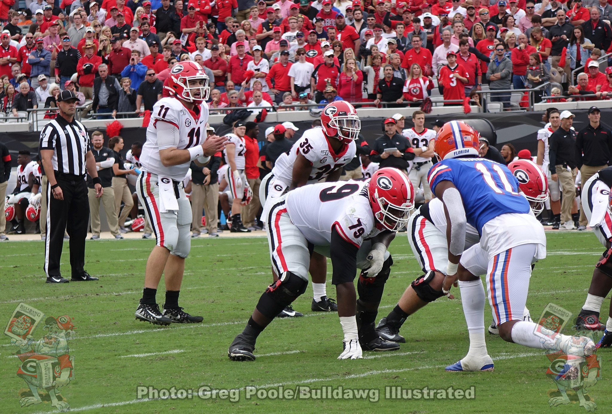 Jake Fromm (11) gets ready to take a snap against Florida in 2019.
