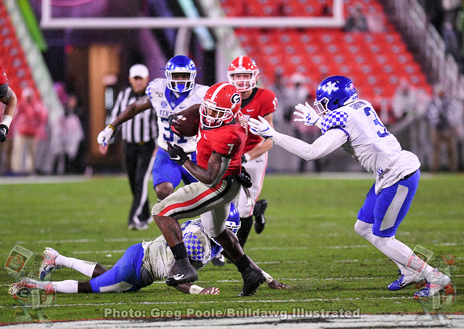D'Andre Swift (7) ducks and weaves through Wildcat defenders during the third quarter of the Kentucky game on Saturday, October 19, 2019