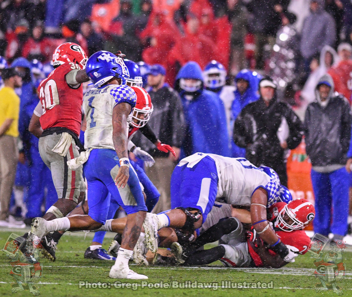Safety Richard Lecounted (2) recovers a Wildcats' fumble in the third quarter of the Kentucky game, Saturday, October 19, 2019