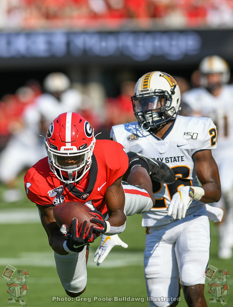 George Pickens (1) lays out to haul in a Jake Fromm pass during the second quarter of the Murray State game, September 7, 2019