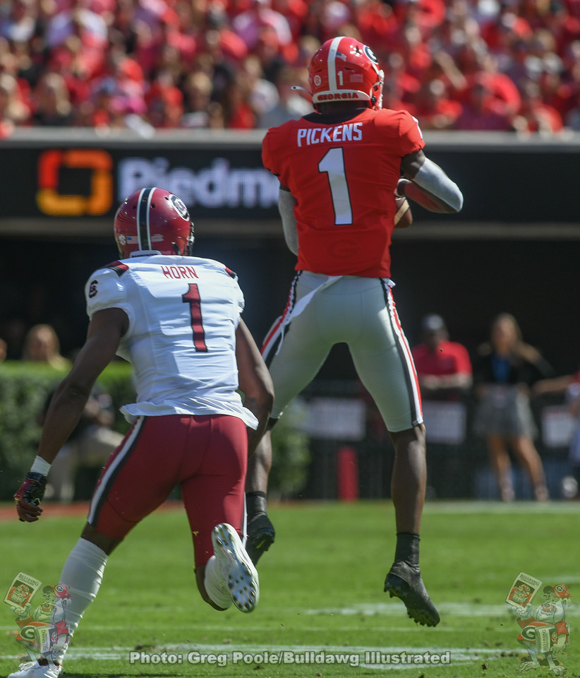 George Pickens (1) catches a pass from Jake Fromm during the first quarter of the South Carolina game on Saturday, October 12, 2019