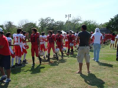 actitud deportiva; saludando a los contrincantes al final del juego.
