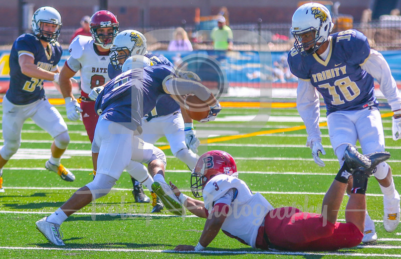 Trinity College Bantams wide receiver Darrien Myers (5) Bates College Bobcats Frank Williams (3)