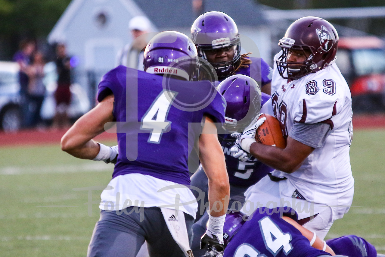 Bloomsburg Huskies tight end Aaron Allison (89) Stonehill Skyhawks Ryan Doherty (34) Stonehill Skyhawks Justin Kaffenberger (4)