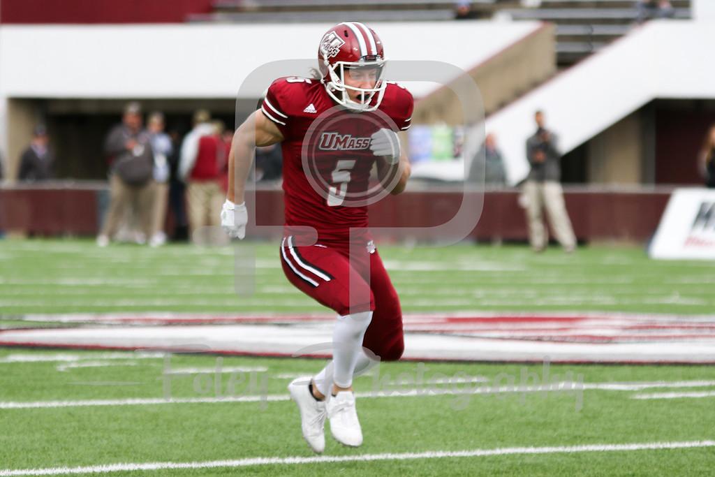Massachusetts Minutemen wide receiver Dan Jonah (5)