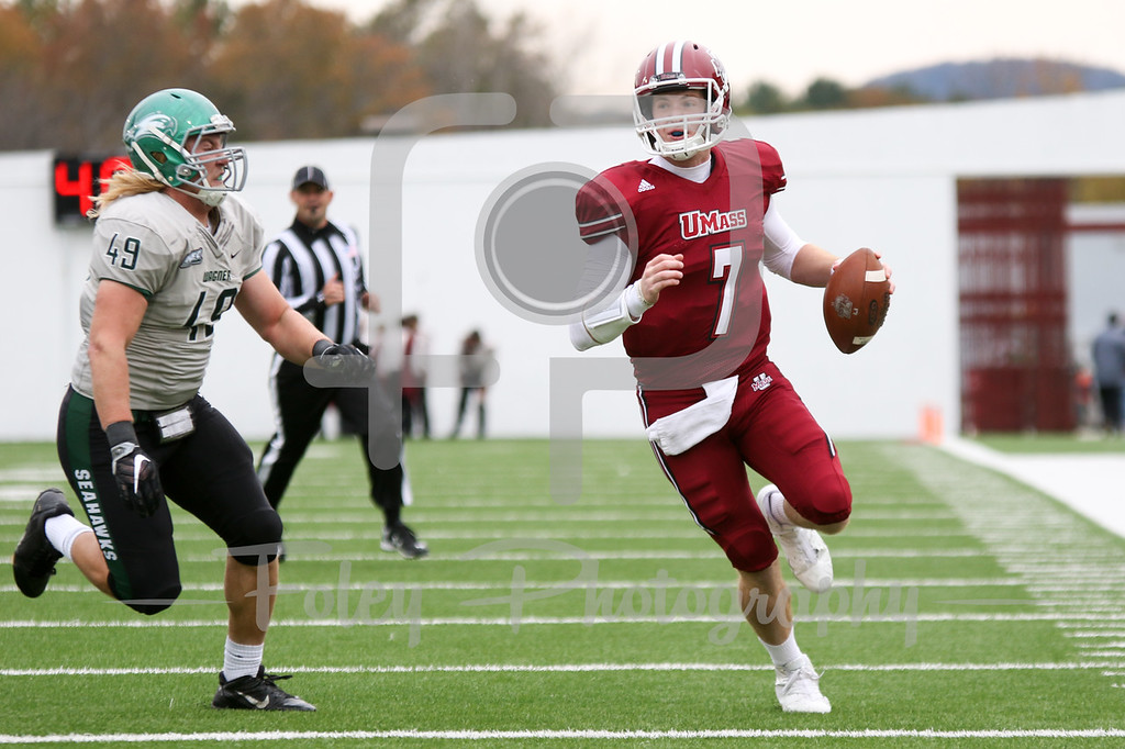Massachusetts Minutemen quarterback Andrew Ford (7)