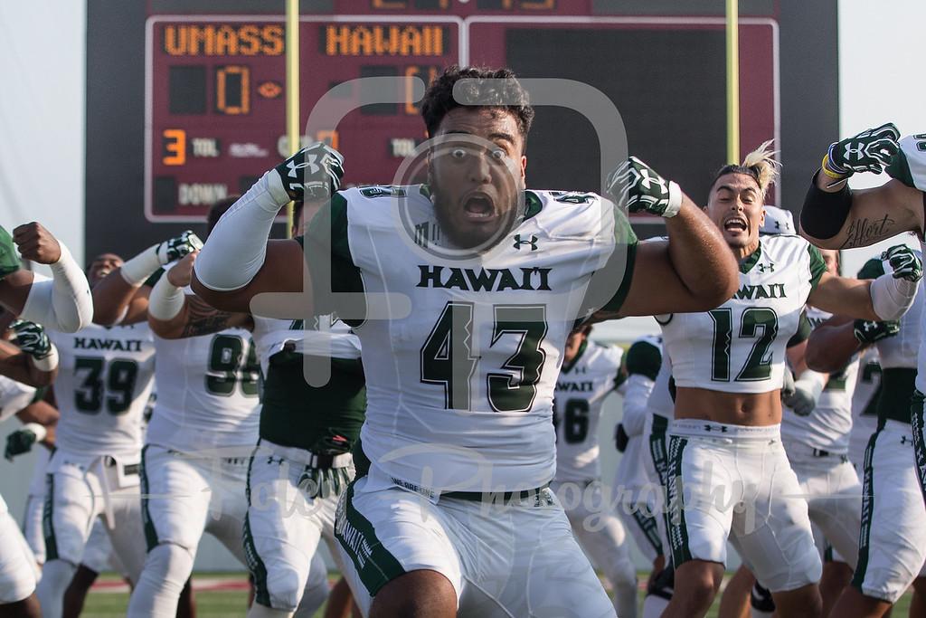 Hawaii Warriors defensive lineman Tevarua Eldridge (43)