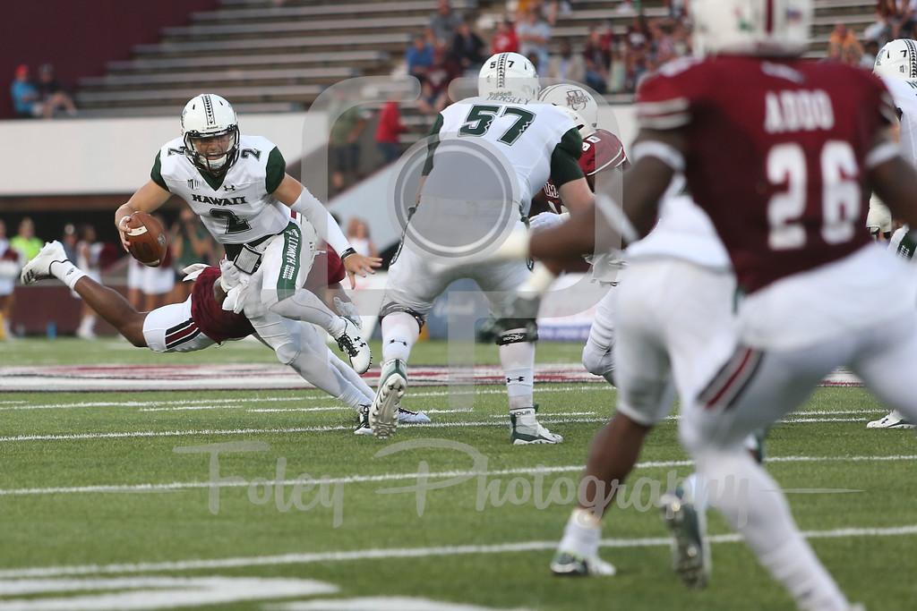 Hawaii Warriors quarterback Dru Brown (2) Massachusetts Minutemen defensive lineman Da'Sean Downey (4)