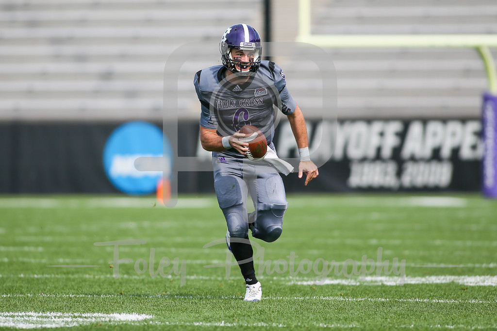 Holy Cross Crusaders quarterback Peter Pujals (6)