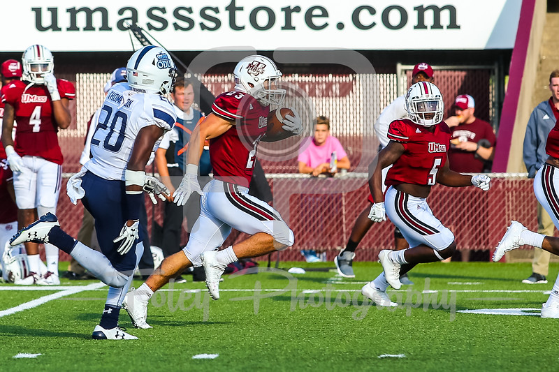 Massachusetts Minutemen wide receiver Andy Isabella (23)