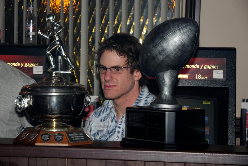 Hypnotisé par le trophée!