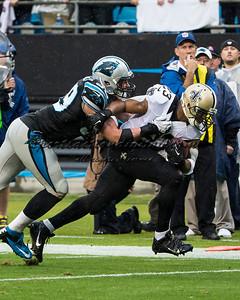 New Orleans Saints running back Pierre Thomas (23), Carolina Panthers middle linebacker Luke Kuechly (59)