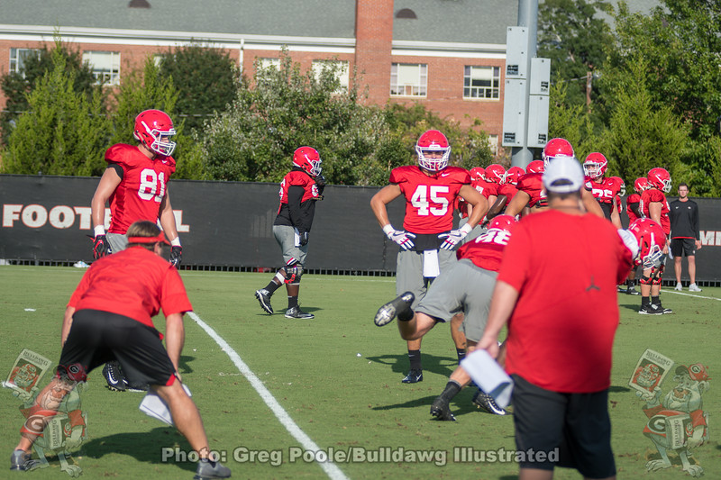 Kirby Smart watches tight end drills