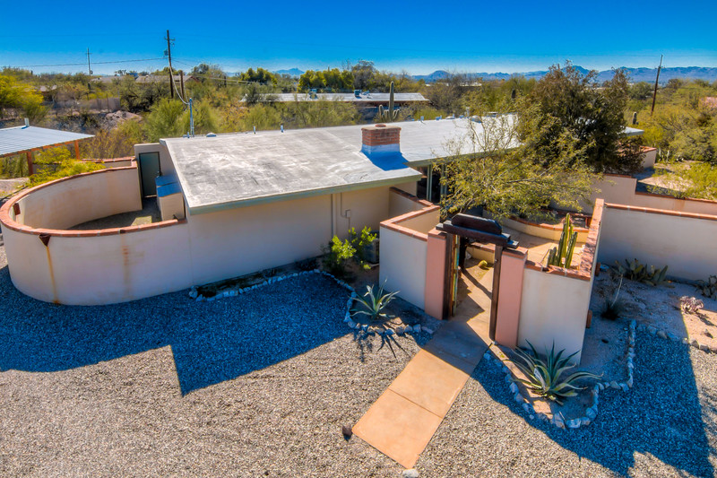 To Learn more about this home for sale at 1013 W. Los Alamos St., Tucson, AZ 85704 contact Bizzy Orr (520) 820-1801