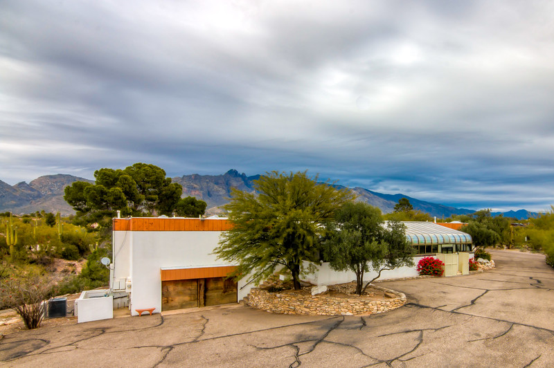 To Learn more about this home for sale at 5764 N. Camino Miraval, Tucson, AZ 85718 contact Helen Curtis (520) 444-6538