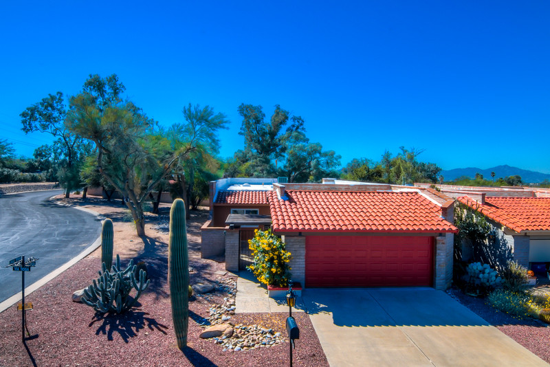 To Learn more about this home for sale at 8529 N. Vía Tioga, Tucson, AZ 85704  contact Kim Wakefield (520) 333-7783