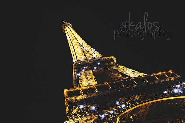 eiffel tower illuminated