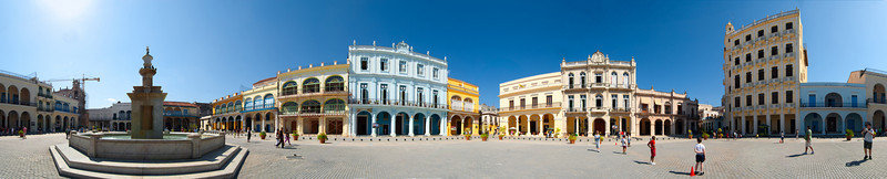 Havana - Panoramic shot of Plaza Vieja.
