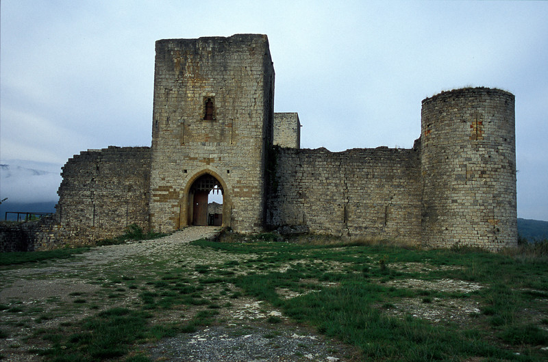 Puivert Castle entrance.