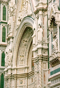 Front main door of the Duomo in Firenze