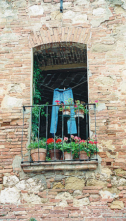 Tuscany San Gimignano, jeans drying inthe window