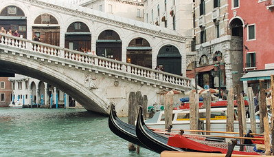 Venice, Rialto Bridge and gondolas
