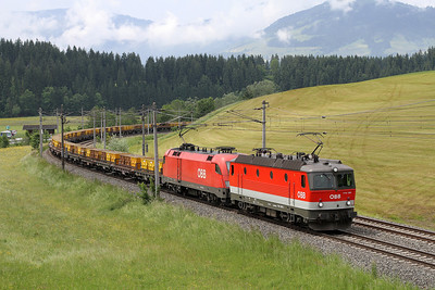 1144 093+1116 267 Pass Westendorf on a Empty Ballest Train on Tues,29-5-2012.