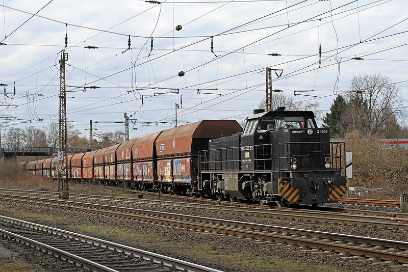 MRCE 500 1570 brings a train load of coal hoppers from the big yard at Oberhausen Osterfeld into the sidings at Bottrop Sud on Thurs,15th March 2018.
