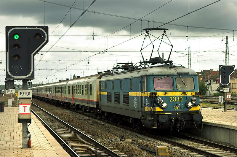 2330 Bruxelles-Nord 7/10/2011<br /> IC8741 1648 Schaarbeek-Binche
