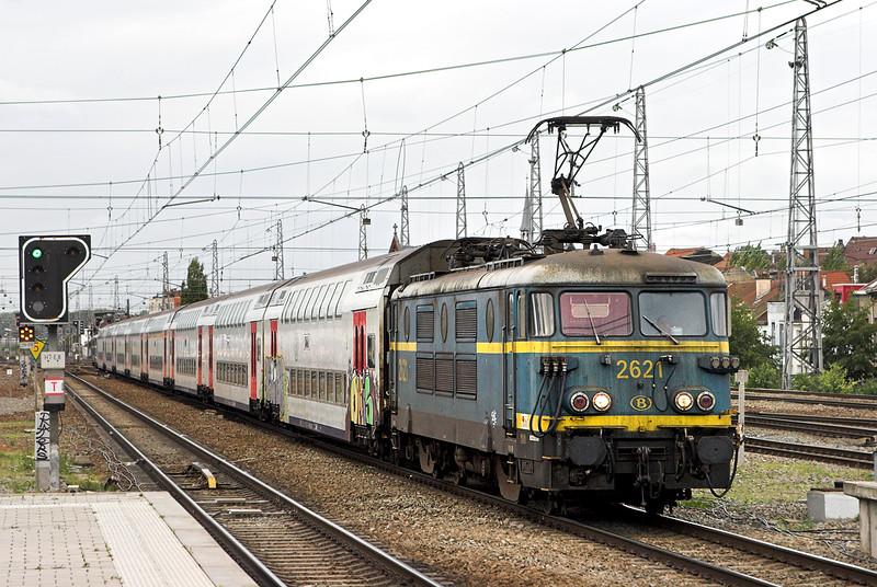 2621 and 2627, Bruxelles-Nord 7/10/2011<br /> IR3938 1641 Louvain La Neuve Uni-Binche