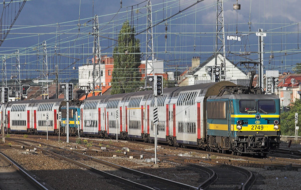 2749 and 2744, Bruxelles-Nord 7/10/2011 IC1538 and IC1638 1539 Tongeren-Knokke/Blankenberge