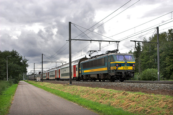 2746 and 2752, Testelt 6/10/2011 IC1537 1439 Tongeren-Knokke/Blankenberge