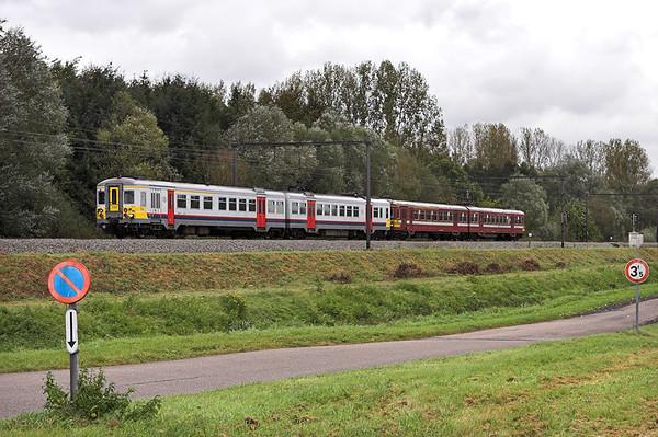 704 and 238, Schulen 6/10/2011 R2463 1334 Leuven-Hasselt