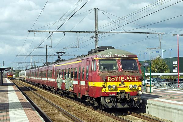 825 and 732, Kontich 7/10/2011 IR2386 1425 Antwerpen Centraal-Nivelles