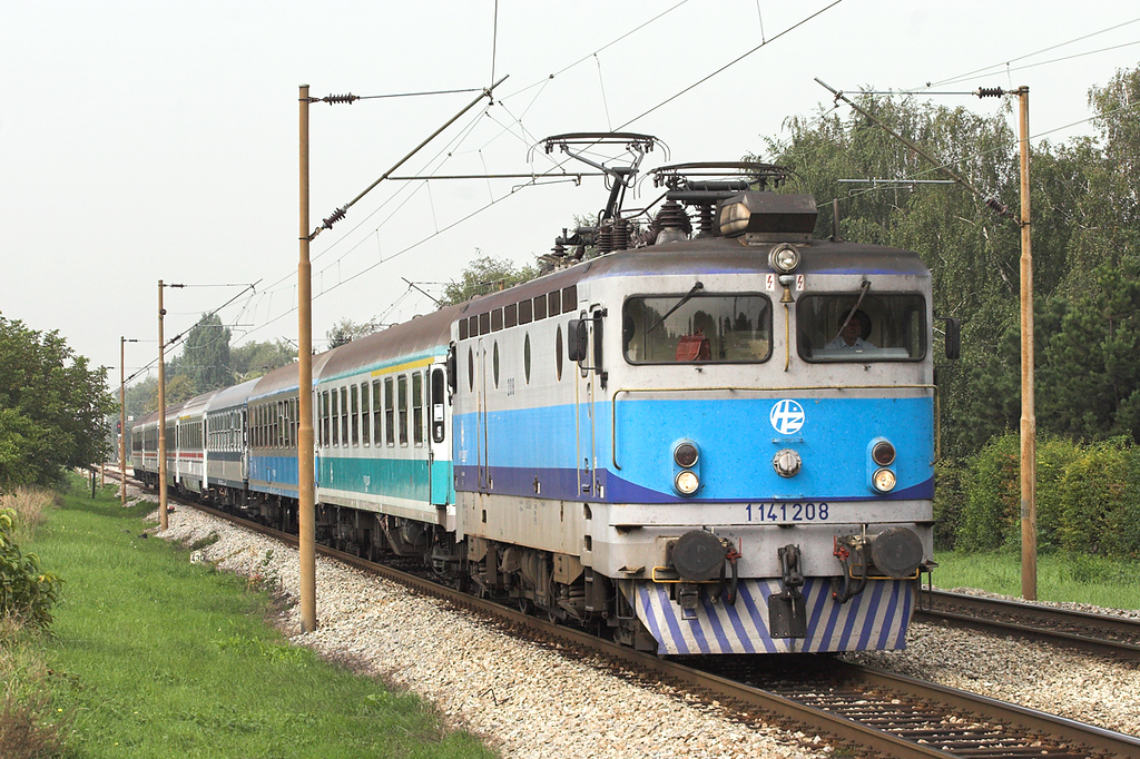 1141 208 Trnava 13/9/2010<br /> B703 0545 Rijeka-Osijek + <br /> B205 1000 Zagreb Gl.kol-Budapest Keleti pu