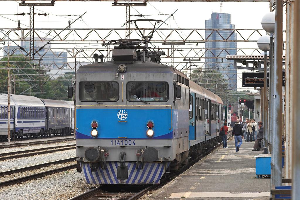 1141 004 Zagreb Gl.Kol 11/9/2010<br /> 2021 1737 Zagreb Gl.Kol-Vinkovci
