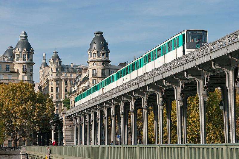 6536, Pont de Bir-Hakeim 24/10/2011<br /> Line 6 Charles de Gaulle Étoile-Nation
