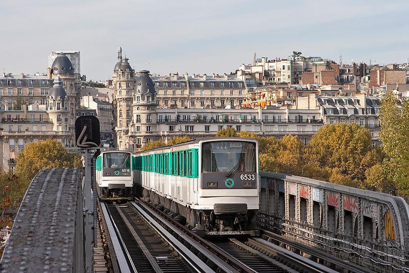 6533 and 6516, Pont de Bir-Hakeim 24/10/2011<br /> 6516: Line 6 Charles de Gaulle Étoile-Nation<br /> 6533: Line 6 Nation-Charles de Gaulle Étoile
