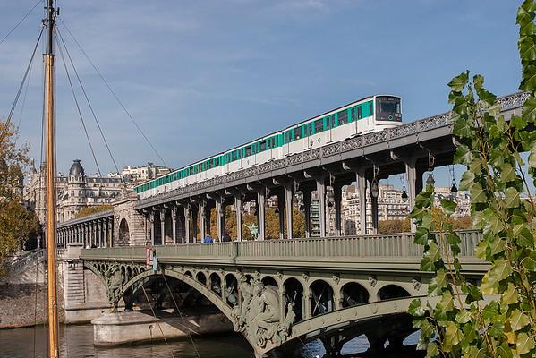6512, Pont de Bir-Hakeim 24/10/2011 Line 6 Charles de Gaulle Étoile-Nation